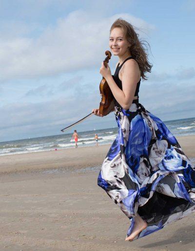 Geneva Lewis on the beach photo Donald van Hasselt