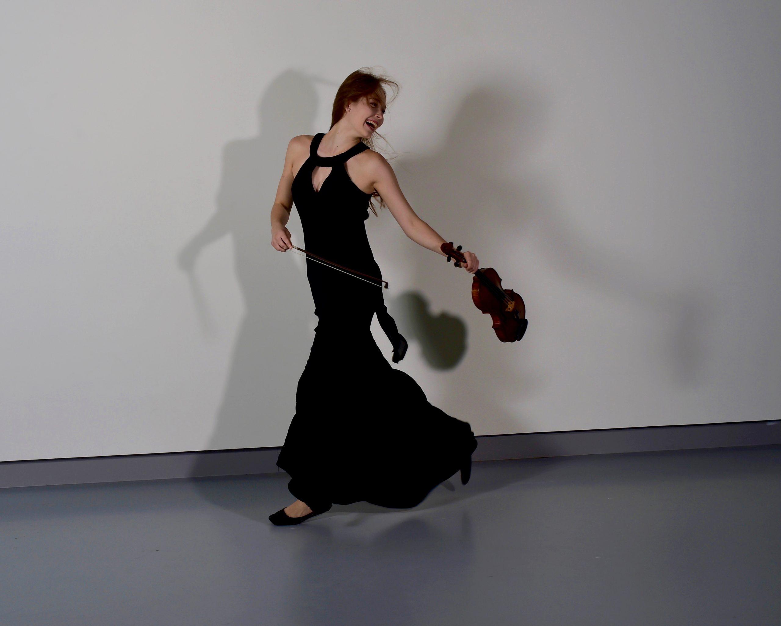 Photoshoot voor TIHMS, violiste door Donald van Hasselt